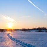 ήλιος χιονιού στον τρόπο Στοκ Φωτογραφίες