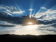 ήλιος 3 ακτίνων σύννεφων Στοκ Φωτογραφίες