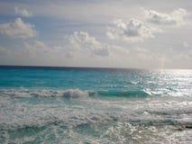 Ήρεμα κύματα σε μια παραλία cancun Στοκ Εικόνες