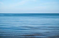 Ήρεμα μπλε θάλασσα Στοκ Φωτογραφίες
