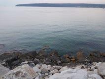 Ήρεμα νερά στη Βάρνα Στοκ φωτογραφία με δικαίωμα ελεύθερης χρήσης
