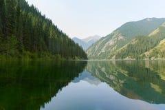 Ήρεμη λίμνη στα βουνά Στοκ φωτογραφίες με δικαίωμα ελεύθερης χρήσης
