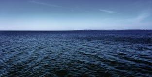 Ήρεμη θάλασσα, ημέρα, υπαίθρια Στοκ Φωτογραφίες