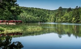Ήρεμη λίμνη στην ένωση του κρατικού πάρκου βράχου σε NC στοκ φωτογραφίες