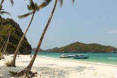 Ήρεμη παραλία στο θαλάσσιο πάρκο Angthong στην Ταϊλάνδη Στοκ εικόνα με δικαίωμα ελεύθερης χρήσης