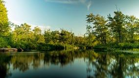 Ήρεμη σκηνή ποταμών στο Οντάριο, Καναδάς στοκ φωτογραφία με δικαίωμα ελεύθερης χρήσης
