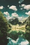 Ήρεμη σκηνή της λίμνης seealpsee που απεικονίζει το βουνό των Άλπεων Στοκ εικόνα με δικαίωμα ελεύθερης χρήσης