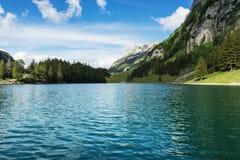 Ήρεμη σκηνή της λίμνης seealpsee Alpstein, Appenzell, Switzer Στοκ Φωτογραφία