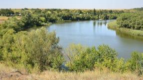 Ήρεμος ποταμός στην ουκρανική στέπα στοκ εικόνα με δικαίωμα ελεύθερης χρήσης