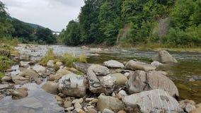 Ήρεμος ποταμός Prut βουνών στοκ φωτογραφίες