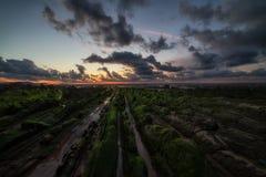 Ήρεμος πριν από το ηλιοβασίλεμα Barrika στην παραλία Στοκ Φωτογραφίες