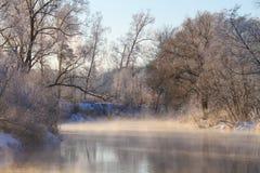 Ήρεμος χειμερινός ποταμός Στοκ εικόνα με δικαίωμα ελεύθερης χρήσης