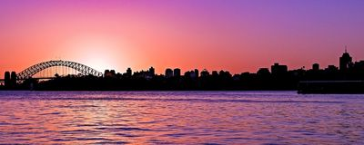 Ήρεμο ειρηνικό χρωματισμένο ροδανιλίνη nimbostratus σύννεφο, ηλιοβασίλεμα SK στοκ φωτογραφία με δικαίωμα ελεύθερης χρήσης
