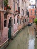 Ήρεμο κανάλι στη Βενετία Στοκ φωτογραφία με δικαίωμα ελεύθερης χρήσης