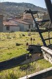 Ήρεμο παλαιό χωριό που βλέπει από μια παλαιά μεταφορά στοκ φωτογραφίες με δικαίωμα ελεύθερης χρήσης