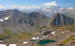 ήρεμο πράσινο βουνό λιμνών Στοκ Εικόνες