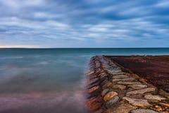 Ήρεμο τοπίο της θάλασσας της Βαλτικής με τις πέτρες Στοκ φωτογραφία με δικαίωμα ελεύθερης χρήσης