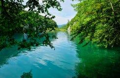 Ήρεμο τυρκουάζ νερό, λίμνες Plitvice, Κροατία Στοκ Εικόνα