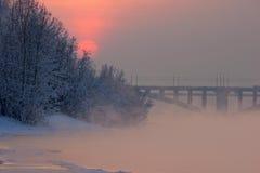 ήρθε ηλιοβασίλεμα ομίχλης επάνω στο χειμώνα Στοκ εικόνα με δικαίωμα ελεύθερης χρήσης