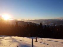 ήρθε ηλιοβασίλεμα ομίχλης επάνω στο χειμώνα Στοκ εικόνες με δικαίωμα ελεύθερης χρήσης