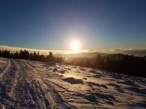 ήρθε ηλιοβασίλεμα ομίχλης επάνω στο χειμώνα Στοκ Φωτογραφίες