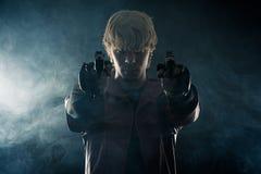 Ήρωας με τα πιστόλια να στοχεύσει χεριών Στοκ εικόνες με δικαίωμα ελεύθερης χρήσης