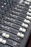 ήχος αναμικτών faders χαρτονιών Στοκ Φωτογραφία