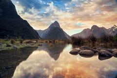 Ήχος & ηλιοβασίλεμα Milford στοκ εικόνα