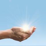 Ήλιος λαβής χεριών Στοκ φωτογραφία με δικαίωμα ελεύθερης χρήσης