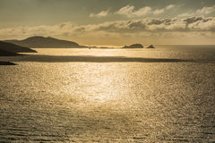 Ήλιος βραδιού πέρα από Ile Ρούσε στην Κορσική Στοκ Φωτογραφίες