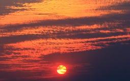 Ήλιος και ουρανοί σύννεφων Στοκ Εικόνες