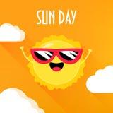 Ήλιος κινούμενων σχεδίων στα γυαλιά ηλίου που χαμογελούν στο πορτοκαλί υπόβαθρο με τα σύννεφα Αφίσα ημέρας ήλιων Επίπεδο ύφος διά απεικόνιση αποθεμάτων