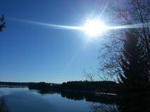 Ήλιος ποταμών άνοιξη στοκ φωτογραφία με δικαίωμα ελεύθερης χρήσης
