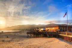 Ήλιος που θέτει στην αποβάθρα παραλιών Pismo Στοκ Φωτογραφίες