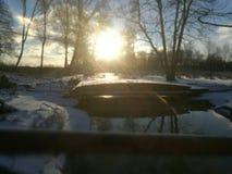 Ήλιος που θέτει το χειμώνα Στοκ Εικόνα