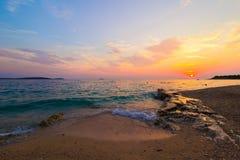 Ήλιος που τίθεται στο αδριατικό τοπίο θάλασσας Στοκ Εικόνες