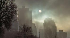 Ήλιος στην ομίχλη στοκ φωτογραφία