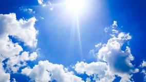 ήλιος & σύννεφο στον ουρανό στοκ φωτογραφία
