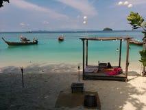 ήλιος Ταϊλάνδη υπολοίπου ημέρας παραλιών λουσίματος Στοκ φωτογραφία με δικαίωμα ελεύθερης χρήσης