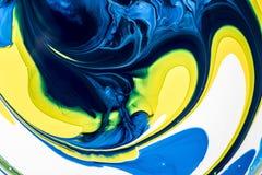 λίγοι στεγάζουν να ενδιαφέρουν ι φάνηκαν μικτοί αναμιγνύοντας τις εικόνες ζωγραφικής χρωμάτων πρέπει να πάρουν τη σκέψη ήταν Στοκ φωτογραφία με δικαίωμα ελεύθερης χρήσης