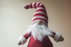 λίγο γενειοφόρο Leprechaun για τη διακόσμηση Χριστουγέννων Στοκ φωτογραφία με δικαίωμα ελεύθερης χρήσης