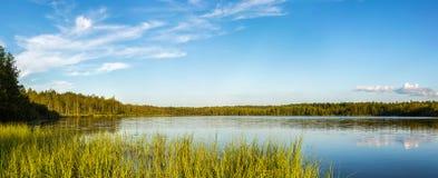 λίμνη αυγής misty Στοκ φωτογραφία με δικαίωμα ελεύθερης χρήσης