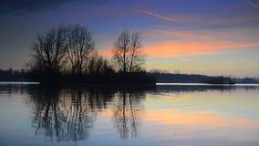 λίμνη πέρα από το ηλιοβασίλ&eps απόθεμα βίντεο