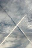 ίχνη αεροσκαφών con Στοκ φωτογραφίες με δικαίωμα ελεύθερης χρήσης