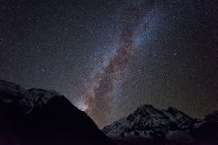 Ίχνη αστεριών άνω των Mt Machapuchare 6,993m από το στρατόπεδο βάσεων Annapurna, Νεπάλ Στοκ Εικόνες