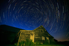 Ίχνη αστεριών πέρα από τη σιταποθήκη Στοκ Φωτογραφίες