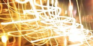 Ίχνη κεριών, φωτογραφία στην κίνηση Ελαφριά ίχνη, μακριά φωτογραφία έκθεσης Στοκ εικόνες με δικαίωμα ελεύθερης χρήσης