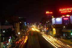Ίχνη οδικής μακριά έκθεσης νύχτας στοκ εικόνα
