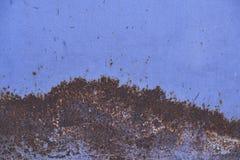Ίχνη σκουριάς στο μπλε μέταλλο Στοκ εικόνα με δικαίωμα ελεύθερης χρήσης
