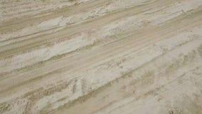Ίχνη στην άμμο παραλιών απόθεμα βίντεο